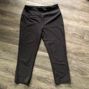 New fitted cropped work out pants